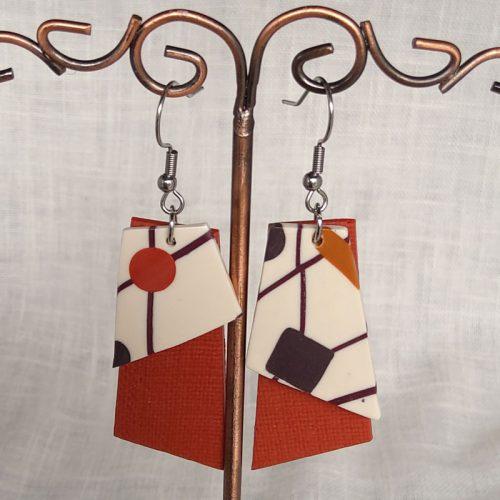 Boucles d'oreilles, montées sur crochet en acier, hauteur 7cm, largeur 2cm.