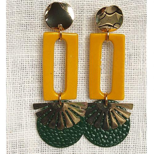 Boucles d'oreilles, sequin vert et éventail acier couleur bronze, le tout montés sur clou doré. Hauteur 6,2 cm, largeur 2,3 cm.